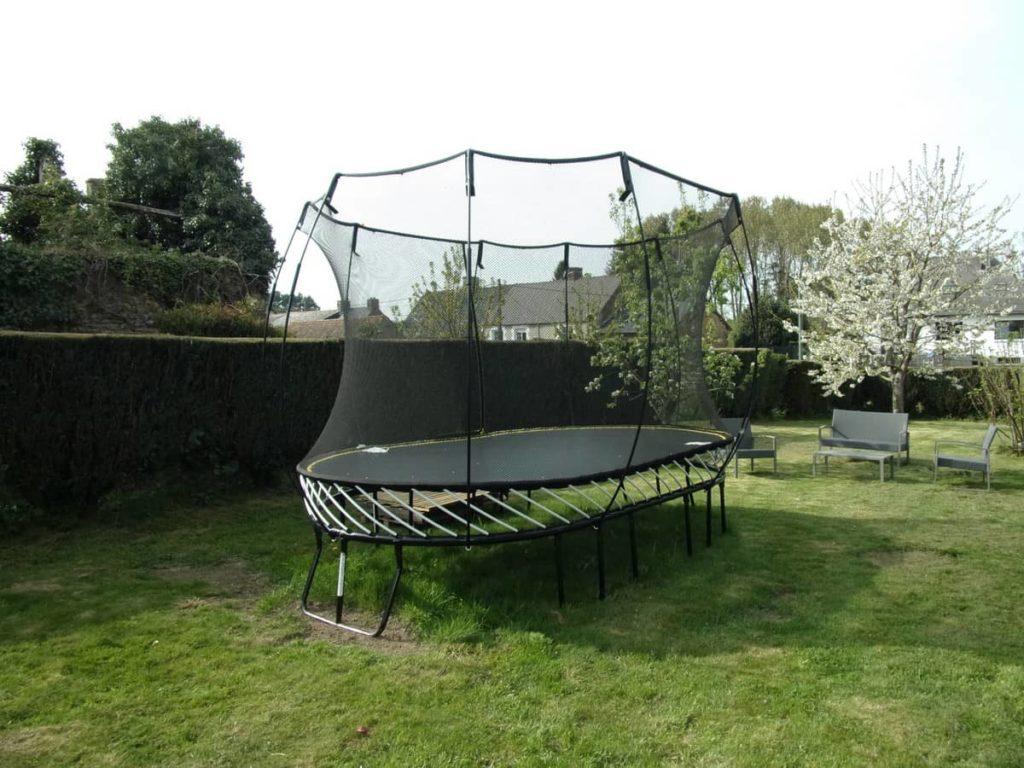 Gite trampoline plerguer gite jardin calme gite jeux enfants gite try logis